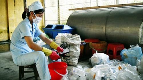Cần chú trọng xử lý rác thải y tế tại các trạm y tế xã