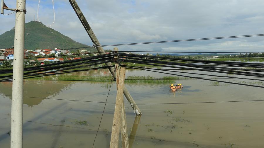 EVNCPC huy động 11 đơn vị đến hỗ trợ khôi phục lưới điện tại Phú Yên và Khánh Hòa