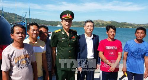 Đưa 5 ngư dân và tàu cá PY-96173-TS của tỉnh Phú Yên từ Philippines về nước