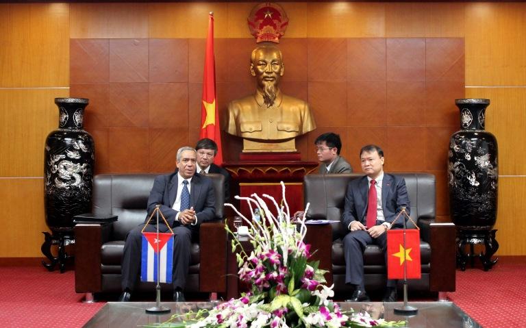 Thứ trưởng thường trực Bộ Ngoại thương và Đầu tư nước ngoài Cuba làm việc với Bộ Công Thương
