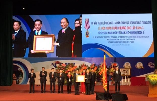 Thủ tướng Nguyễn Xuân Phúc: Bệnh viện Mắt Trung ương cần không ngừng nâng cao chất lượng khám, chữa bệnh