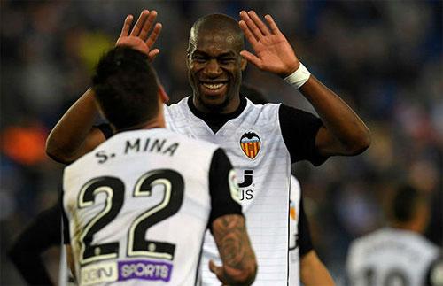 Valencia bám sát Barca trong cuộc đua vô địch Liga