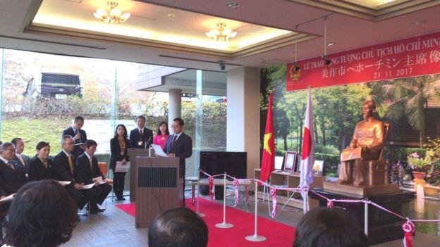 Trao tặng tượng Chủ tịch Hồ Chí Minh cho Chính quyền và nhân dân thành phố Mimasaka