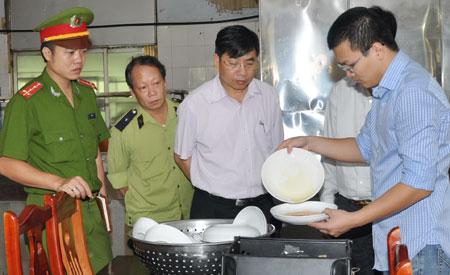 Kiểm tra thực tế công tác vệ sinh an toàn thực phẩm tại huyện Ba Vì - Hà Nội