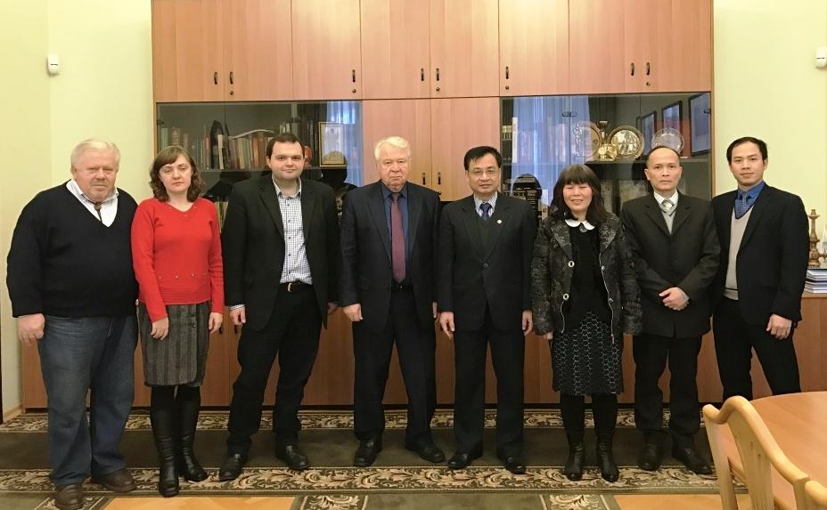 Đại sứ Việt Nam tại Ukraine thăm, làm việc tại Viện Ngữ văn trường Đại học quốc gia Kiev