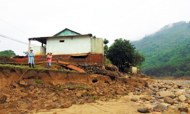 Quảng Nam: Nỗ lực ổn định đời sống người dân sau mưa lũ, sạt lở đất