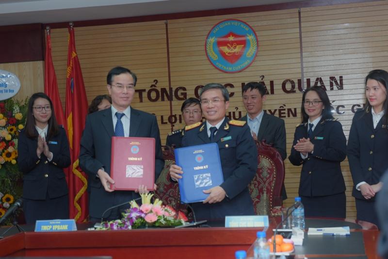 Tổng cục Hải quan ký kết hợp tác thu thuế điện tử 24/7 với 6 ngân hàng