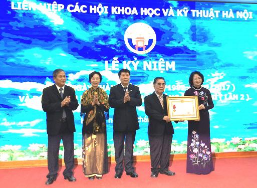 Liên hiệp các Hội Khoa học và Kỹ thuật Hà Nội đón nhận Huân chương Lao động hạng Nhì