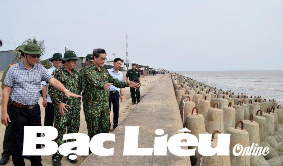 Lãnh đạo tỉnh kiểm tra tình hình ứng phó bão số 16 tại huyện Đông Hải và TP. Bạc Liêu
