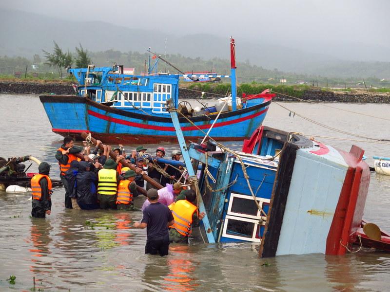 Miền Trung: Khẩn trương khắc phục thiệt hại sau bão lũ
