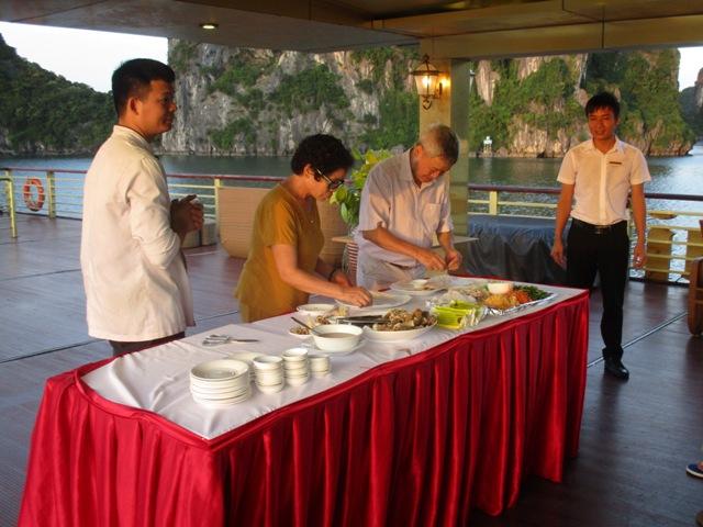 Quảng Ninh: Tổng thu từ khách du lịch ước đạt gần 18 nghìn tỷ đồng