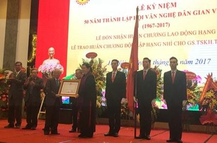 Hội Văn nghệ dân gian Việt Nam đón nhận Huân chương Lao động hạng Nhì