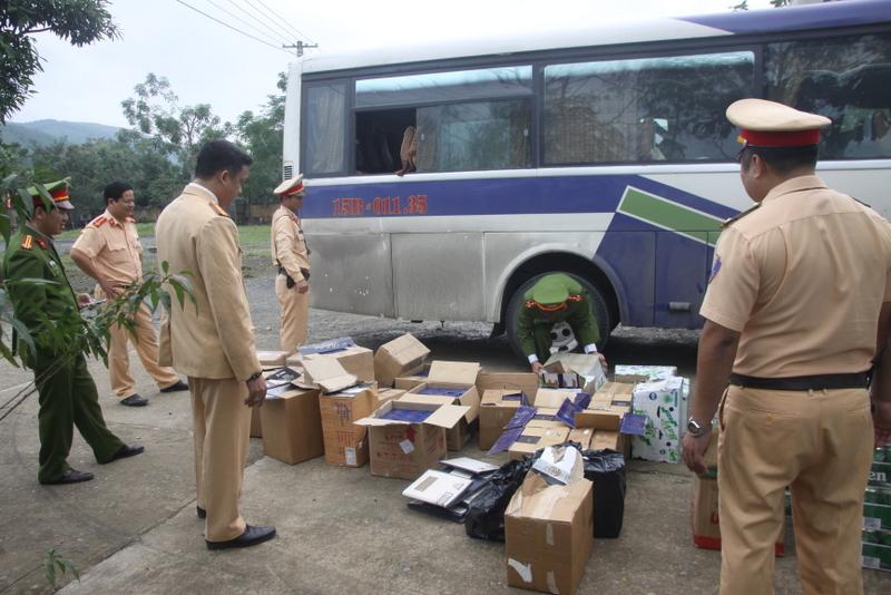 Quảng Trị: Bắt quả tang vụ dùng ma-nơ-canh giả dạng hành khách vận chuyển hàng lậu 