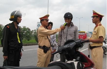 Vĩnh Phúc: Tăng cường kiểm soát, xử lý vi phạm nồng độ cồn khi tham gia giao thông