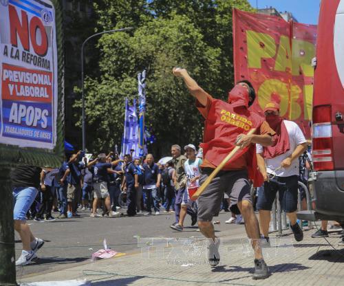 Biểu tình phản đối cải cách hưu trí tại Argentina