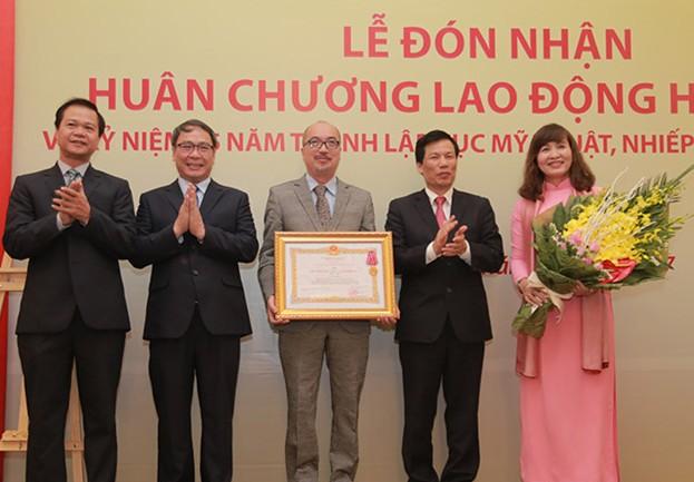 Cục Mỹ thuật, Nhiếp ảnh và Triển lãm đón nhận Huân chương Lao động hạng Nhì