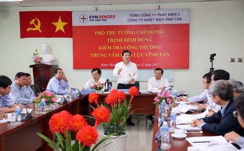 Phó Thủ tướng Trịnh Đình Dũng làm việc tại Trung tâm Nhiệt điện Vĩnh Tân