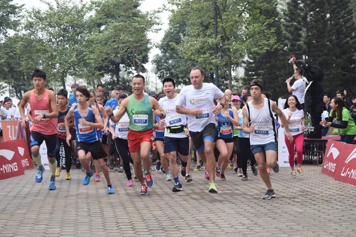 Hơn 800 người tham gia chạy để ủng hộ chấm dứt nạn nuôi nhốt gấu tại Việt Nam