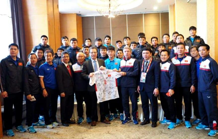 Đại sứ Việt Nam tại Trung Quốc gặp gỡ động viên đội tuyển U23 Việt Nam