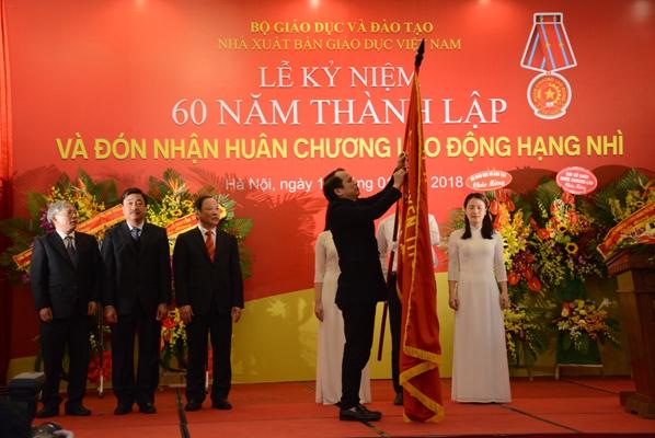 Nhà xuất bản Giáo dục Việt Nam đón nhận Huân chương Lao động hạng Nhì