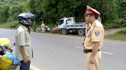 Cảnh sát giao thông Lạng Sơn nỗ lực hoàn thành tốt nhiệm vụ