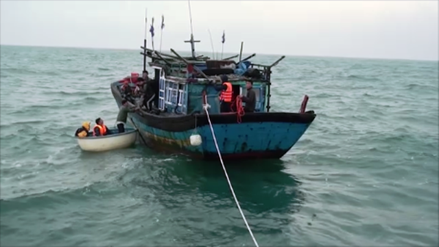 Cà Mau: Kịp thời cứu 6 ngư dân gặp nạn trên biển