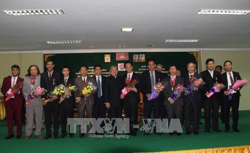 Chính phủ Campuchia trao Huân chương cho cán bộ Ngoại giao và Báo chí Việt Nam