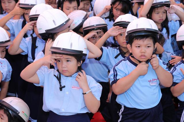 Đẩy mạnh triển khai thực hiện quy định bắt buộc đội mũ bảo hiểm