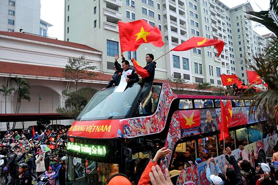 Đề xuất xử lý vụ người mẫu ăn mặc phản cảm trên máy bay đón U23 Việt Nam
