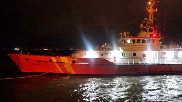 Kịp thời đưa ngư dân bị bệnh nguy kịch trên biển về đất liền cứu chữa