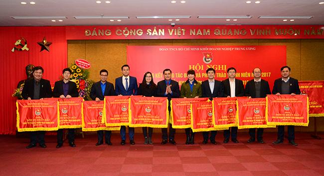 Đặt mục tiêu kết nạp hơn 2.000 đoàn viên Khối Doanh nghiệp Trung ương vào Đảng