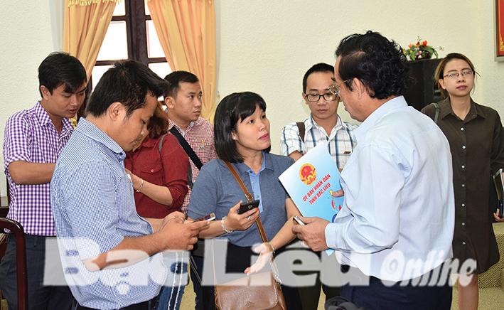 Chủ tịch UBND tỉnh - Dương Thành Trung tiếp các doanh nghiệp nuôi tôm ứng dụng công nghệ cao