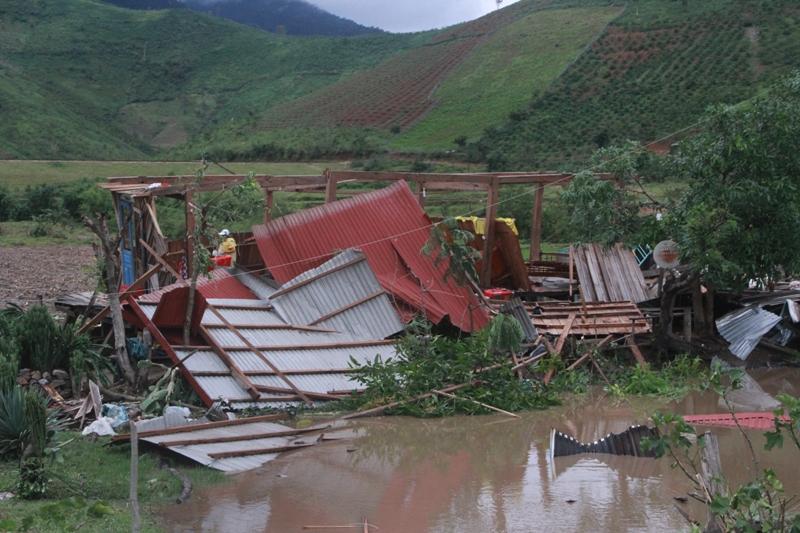 Đắk Lắk: Di dời khẩn cấp người dân sống ở khu vực có nguy cơ xảy ra lũ ống, lũ quét, sạt lở  