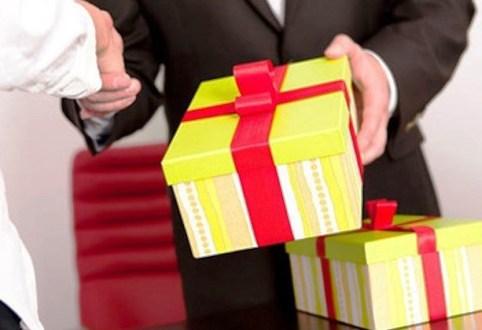 Báo cáo việc sử dụng tài sản công, tặng và nhận quà không đúng quy định trong dịp Tết