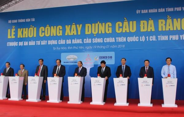 Thủ tướng Nguyễn Xuân Phúc bấm nút khởi công xây dựng cầu Đà Rằng (Phú Yên)
