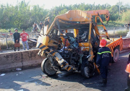 TP.Hồ Chí Minh: Tai nạn giao thông nghiêm trọng làm 3 người chết