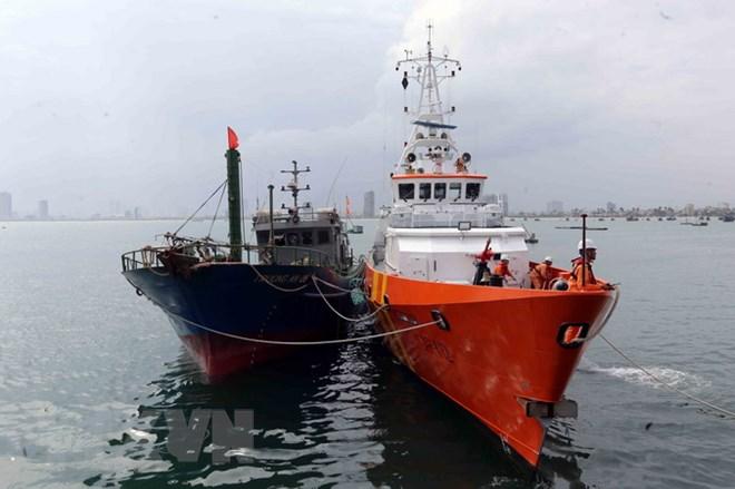 Cứu hộ thành công tàu cá cùng 9 thuyền viên gặp nạn trên vùng biển Côn Đảo