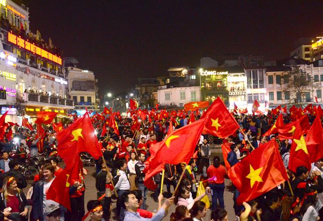 Đề nghị hỗ trợ cấp phép cho các chuyến bay chở cổ động viên Việt Nam sang Trung Quốc