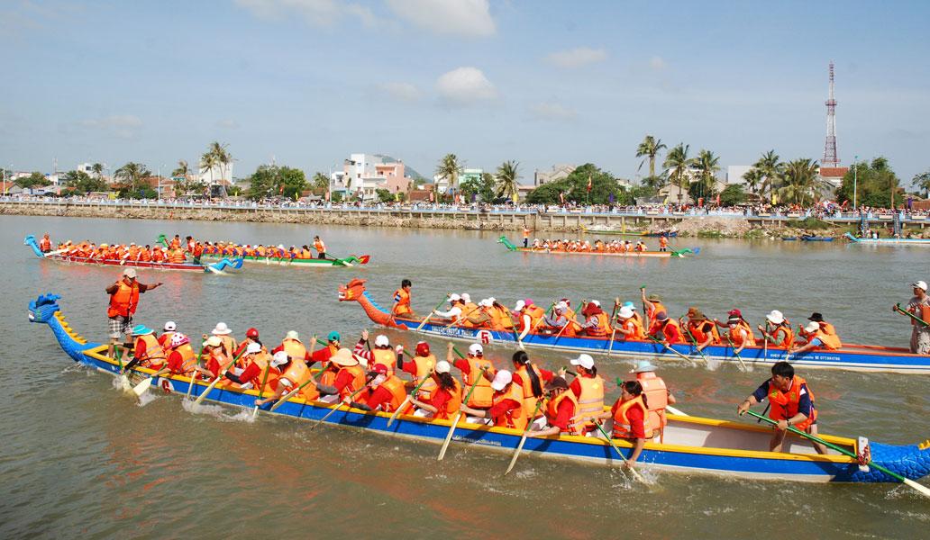 Hà Nội lần đầu tiên tổ chức đua thuyền rồng trên hồ Tây