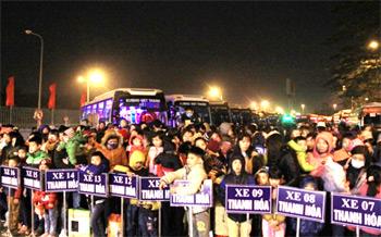Xe ô tô miễn phí đưa hàng nghìn công nhân Thủ đô về quê ăn Tết