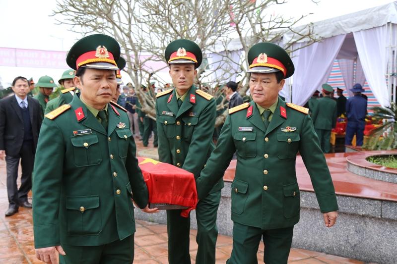 Quảng Trị: Truy điệu 40 hài cốt liệt sĩ quy tập bên sông Thạch Hãn  