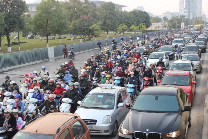 Huy động tối đa lực lượng bảo đảm trật tự, an toàn giao thông