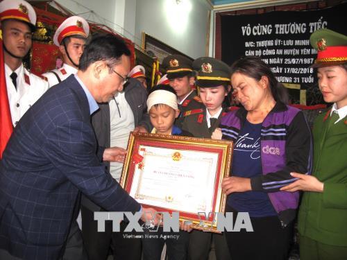 Truy tặng Huân chương Chiến công hạng Nhì cho Thượng úy Lưu Minh Thức hy sinh trong khi làm nhiệm vụ