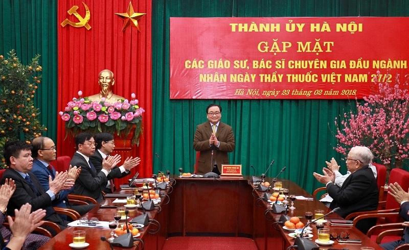 Thành ủy Hà Nội gặp mặt giáo sư, bác sĩ, chuyên gia ngành Y tế