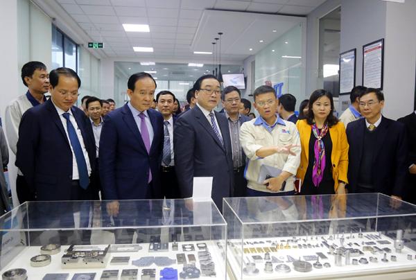 Bí thư Thành ủy Hà Nội thăm và làm việc với doanh nghiệp nhân dịp đầu năm