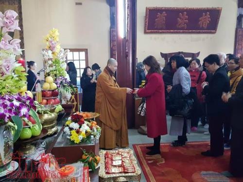 Lễ chùa đầu năm, nét đẹp tâm linh của người Việt tại Paris