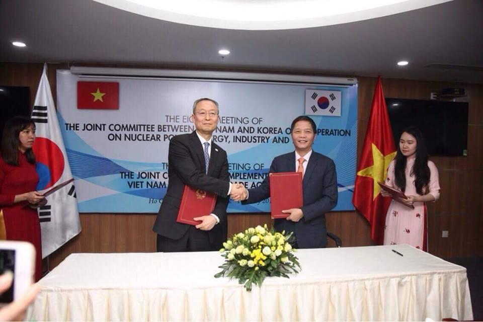 Bộ Công Thương Ký kết nhiều biên bản liên quan đến lĩnh vực công nghiệp, năng lượng với Hàn Quốc