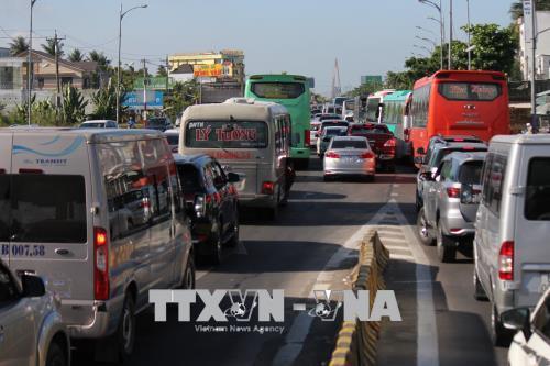 Ùn tắc giao thông nghiêm trọng tại Quốc lộ 60 và cầu Rạch Miễu