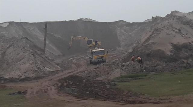 Phú Xuyên (Hà Nội): Khi nào các bãi tập kết vật liệu xây dựng không phép được xử lý dứt điểm?