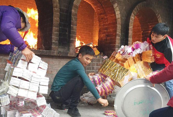 Đề nghị bỏ tục đốt vàng mã tại các cơ sở thờ tự Phật giáo